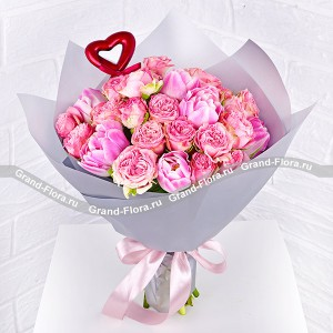 Tenderness - bouquet with pink shrub roses and tulips
